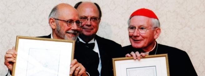 J. Bemporad e il Cardinale W. Keeler ( premio G. Paolo II )